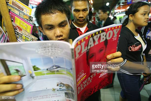 An Indonesian man takes a look at the premiere issue of Playboy magazine at a newsstand April 7 2006 in Jakarta Indonesia The magazine has gone on...
