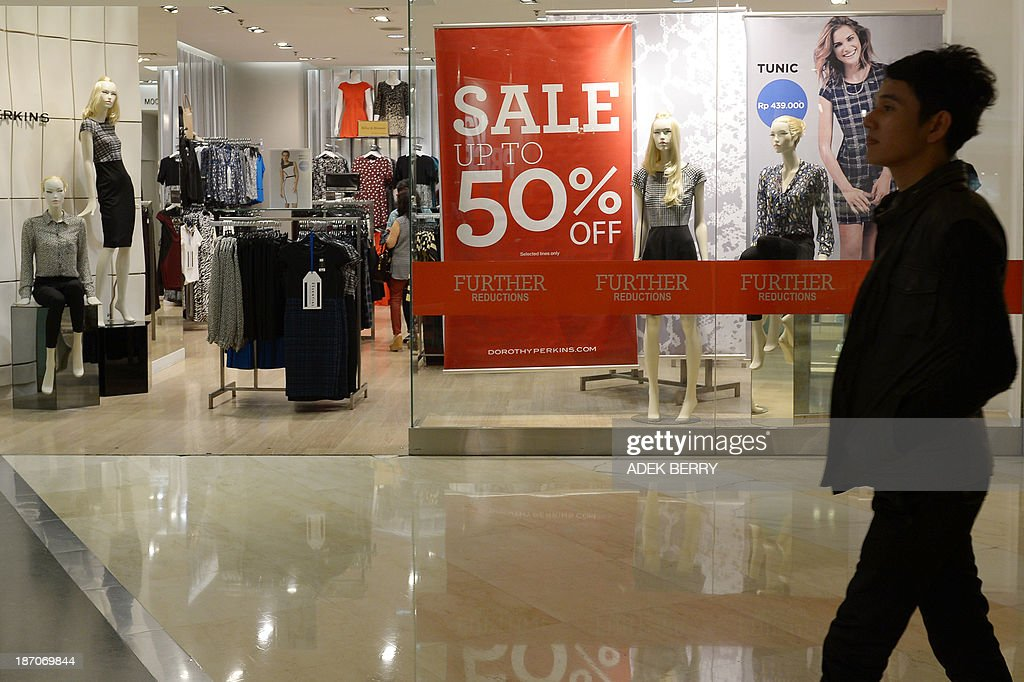 An Indonesian man walks past a shop at a shopping mall in Jakarta on November 6, 2013. Indonesian growth slipped to its slowest pace in nearly four years in the third quarter, official data showed on November 6, as recent turbulence weighed on Southeast Asia's top economy.