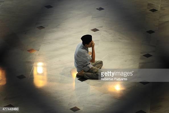 An Indonesian Muslim prays in the first Tarawih as Muslims begin fasting for Ramadan at AlAkbar Mosque on June 17 2015 in Surabaya Indonesia Muslims...