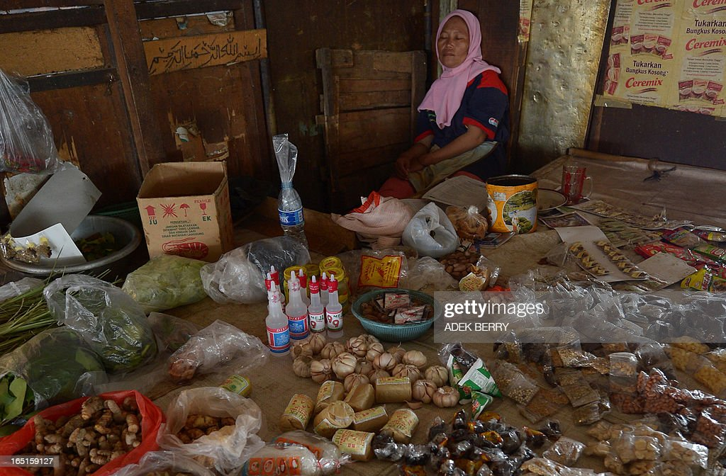 An Indonesian vendor takes a nap while waiting for customers at a traditional market in Jakarta on April 1, 2013. Food ingredients quickened Indonesia's inflation in March to 5.9 percent year-on-year, surpassing the central bank's range target of 5.5 percent, the statistics office said on April 1. Indonesians who love adding lavish spices in their meal saw a steep rise in the prices of shallots, garlic and chili.