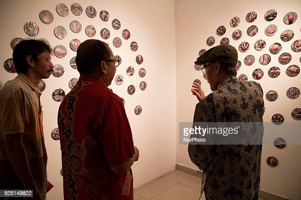 An installation art using cd garbage at the exhibition Indonesia National Gallery at Jakarta held an exhibition called quotRuang Baruquot from 23...