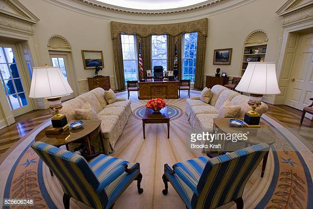 the oval office white house. an intererior view of the oval office when empty at white house during george w