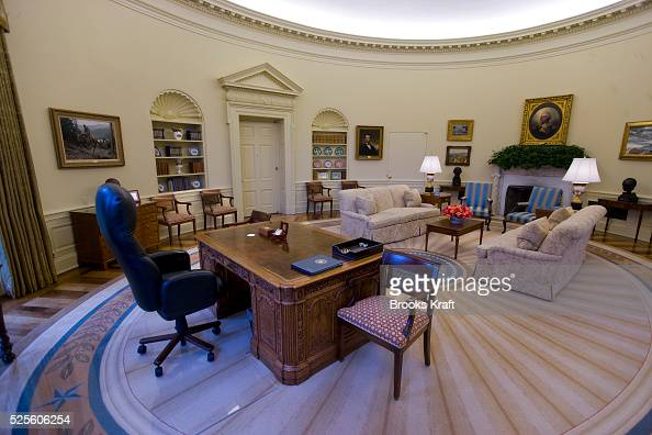 An intererior view of the oval office when empty at the white house