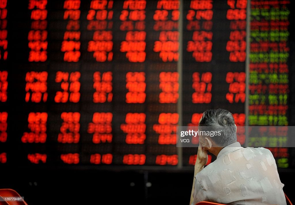 An investor watches the electronic board at a stock exchange hall on August 10, 2011 in Shenyang, Liaoning Province of China. Chinese shares rebounded on Wednesday with the benchmark Shanghai Composite Index up 0.91 percent, or 23.11 points, to close at 2549.18. The Shenzhen Component Index rose 1.19 percent, or 134.50 points, to close at 11449.58.