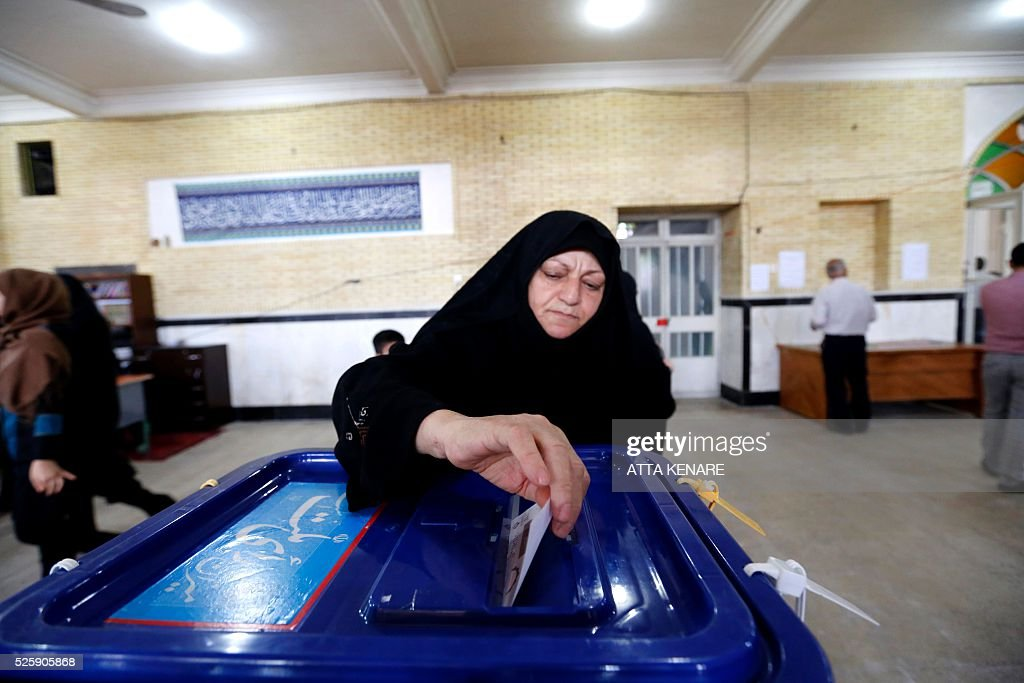 An Iranian woman casts her ballot to vote in the second round of parliamentary elections at a polling station in the town of Robat Karim, some 40 kms southwest of the capital Tehran, on April 29, 2016. Iranians started voting in second round elections for almost a quarter of parliament's seats, the latest political showdown between reformists and conservatives seeking to influence the country's future. / AFP / ATTA