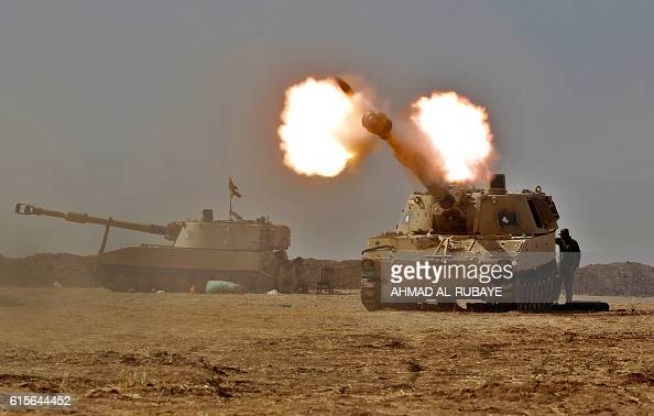 TOPSHOT An Iraqi forces M109 selfpropelled howitzer fires towards the village of Tall alTibah some 30 kilometres south of Mosul on October 19 during...