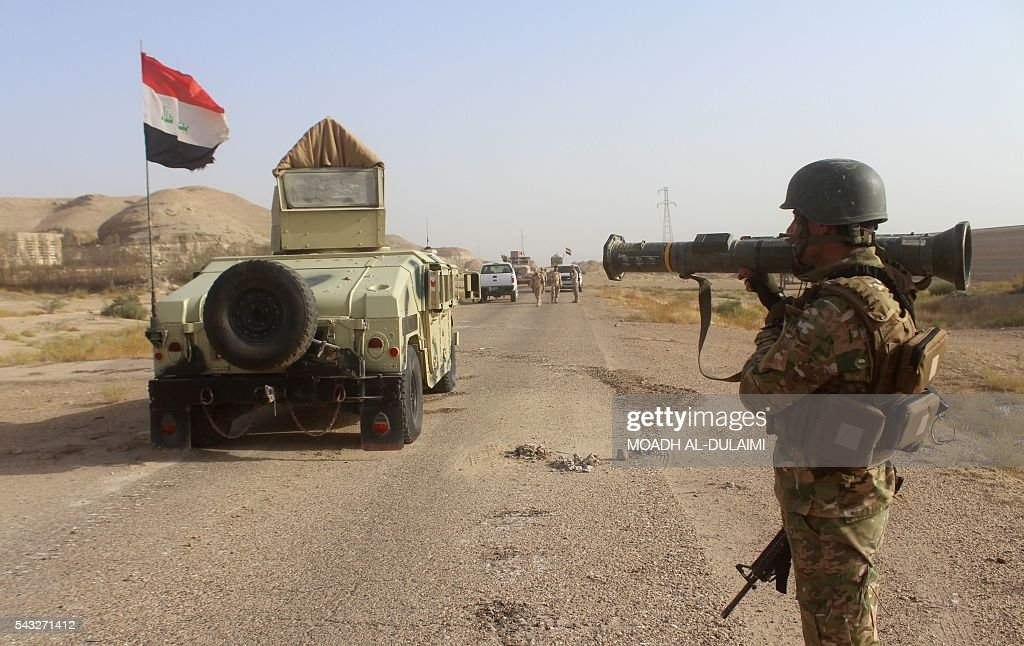 An Iraqi government forces member holds a rocket-propelled grenade (RPG) near the Falahat village west of Fallujah on June 27, 2016. Iraqi forces took the Islamic State group's last positions in the city of Fallujah on June 26, establishing full control over one of the jihadists' most emblematic bastions after a month-long operation. / AFP / MOADH