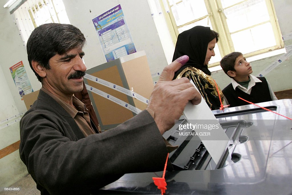 An Iraqi Kurdish man votes at a polling station in the northern Iraqi city of Suleimaniya 15 December 2005 Iraqis voted today in a landmark poll to...