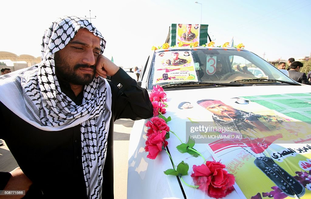 An Iraqi man attends a funeral in the city of Basra on February 6, 2016, of two members from the Saraya Ansar al-Aqeeda units (Supporters of the Creed Brigades), an Iraqi Shiite paramilitary group supporting Iraqi forces in the battle against the Islamic State (IS) group, who were killed in combat in the area of the Makhoul mountains in northern Iraq earlier in the week. / AFP / HAIDAR MOHAMMED ALI