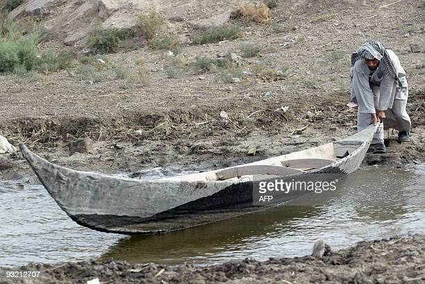 An Iraqi marsh Arab pushes his canoe into the waters of the Hor or marshes of the Madena some 130 km southwest of the southern city of Basra on...