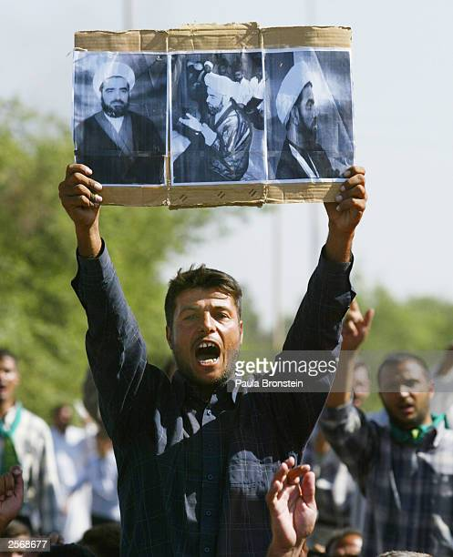 An Iraqi Shia man yells for the release of detained Iraqi Shia Imam Mo'ayed alKhezragi at the AlAbayaa mosque during a protest in Baghdad on October...