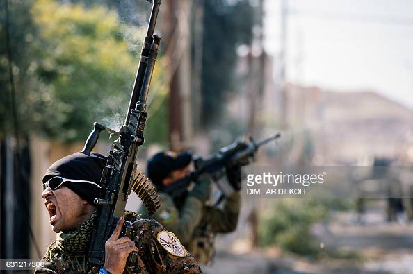 TOPSHOT An Iraqi special forces Counter Terrorism Service member screams during a battle against Islamic State group jihadists in Mosul's alRifaq...