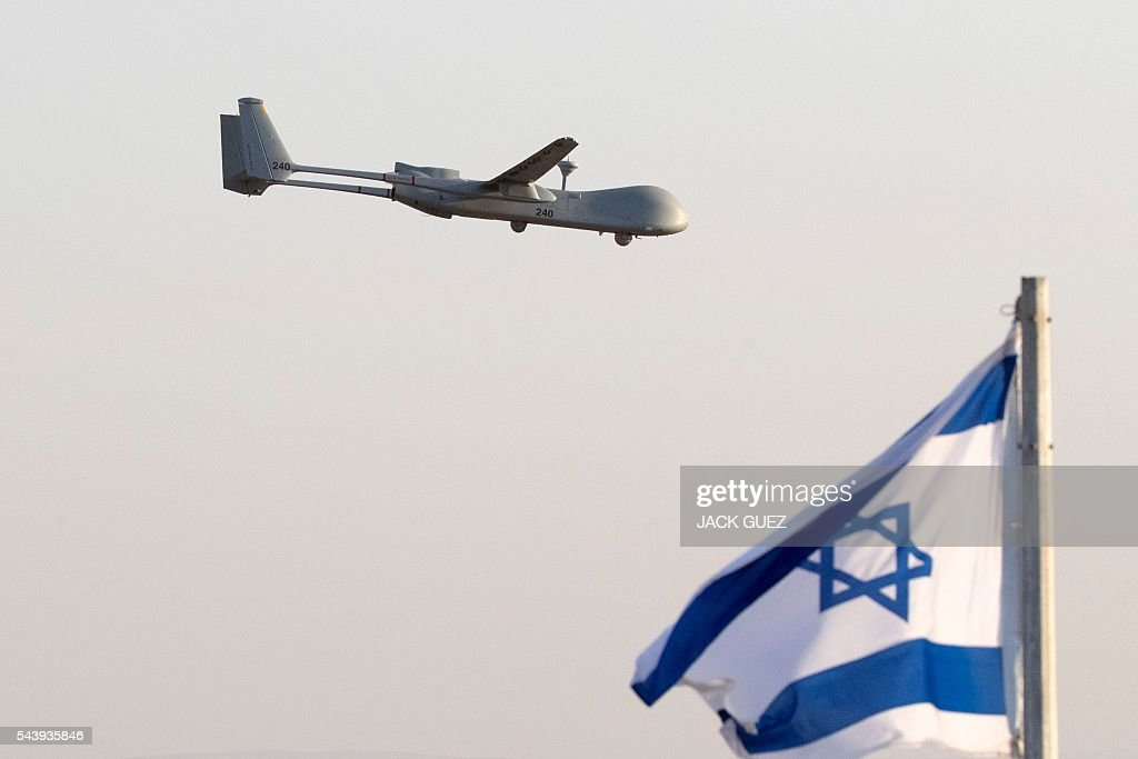 An Israeli UAV Hermes 500 flies over the Hatzerim air force base in the Negev desert, near the southern city of Beer Sheva, on June 30, 2016 during an air show at the graduation ceremony of Israeli pilots. / AFP / JACK