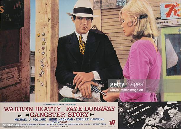 An Italian poster for Arthur Penn's 1967 biopic 'Gangster Story' starring Warren Beatty and Faye Dunaway