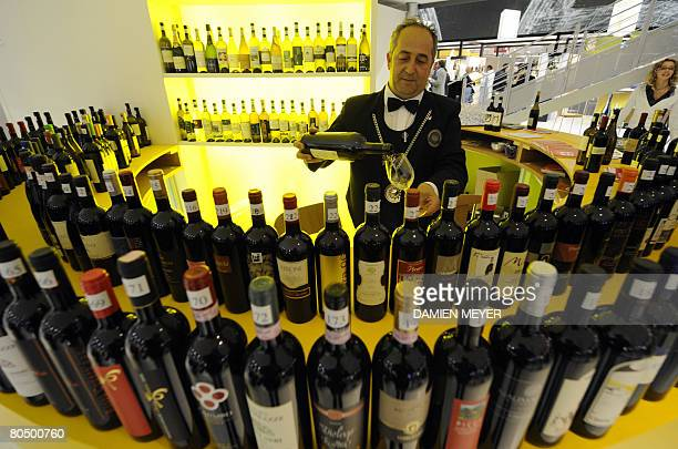 An Italian vendor serves a tasting of white wine at the first day Vinitaly wine exhibition in Verona on April 3 2008 Vinitaly will welcome 4300...