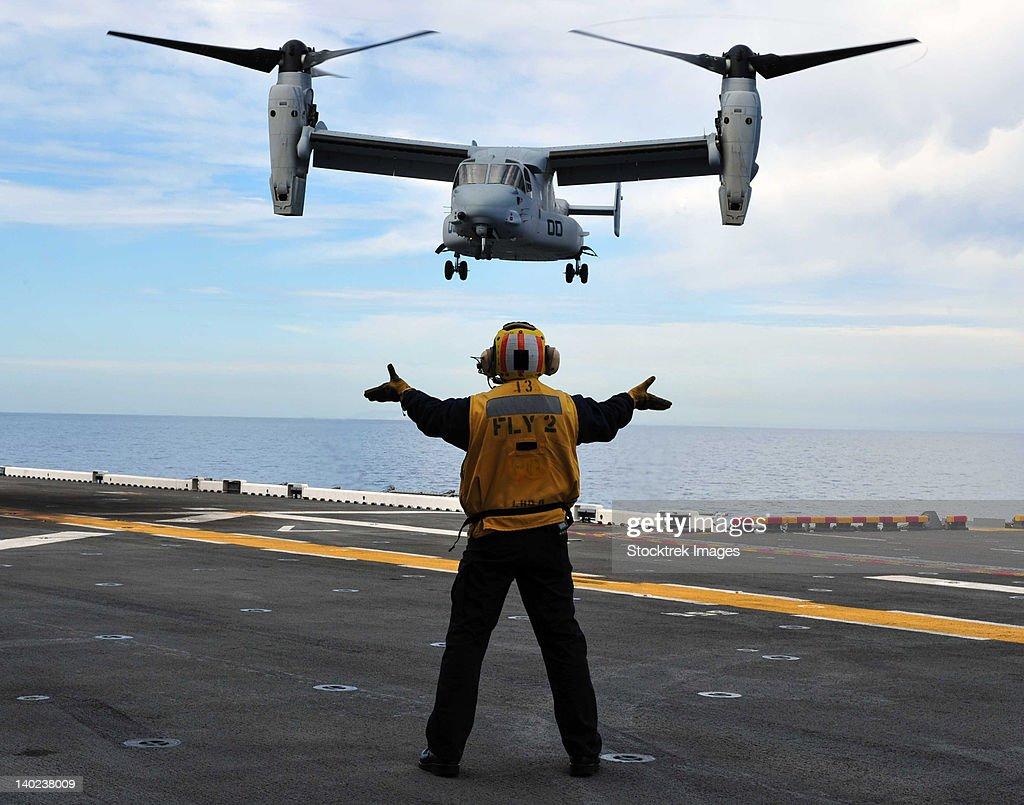 An MV-22 Osprey tiltrotor aircraft approaches the flight deck.