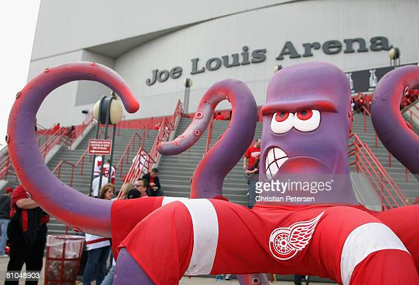 An octopus statue sits outside of Joe Louis Arena before game two of the Western Conference Finals of the 2008 NHL Stanley Cup Playoffs between the...