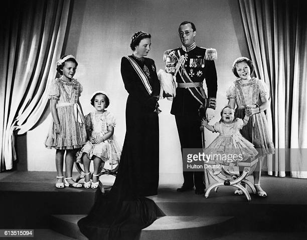 An official portrait of the Dutch Royal Family showing the newly inaugurated Queen Juliana Prince Bernhard and their four daughters 1948 Juliana...