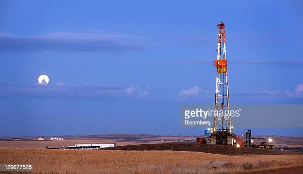 An oil drilling rig stands on the Bakken formation in Watford City North Dakota US on Wednesday Oct 12 2011 Oil production in the state has tripled...