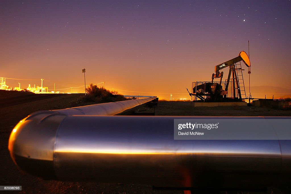 An oil rig south of town extracts crude on July 21 2008 in Taft California Hemmed in by the richest oil fields in California the oil town of 6700...