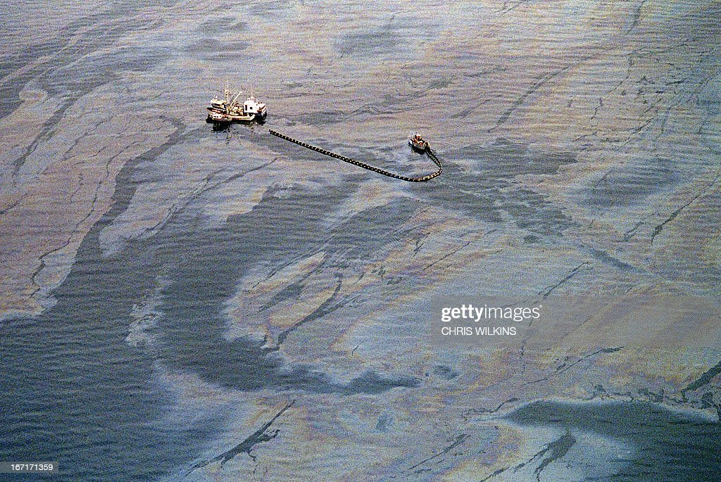 An oil skimming operation works in a heavy oil slick near Latouche Island near the southwest end Prince William Sound 01 April 1989 in Valdez, a week after the beginning of an oil disaster which occurred when the tanker Exxon Valdez ran aground 24 March 1989 and spilled 11 million gallons of crude oil into Prince William Sound off Alaska.