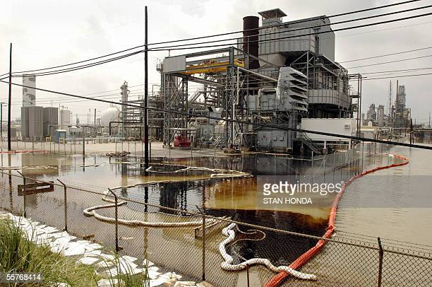 An oil spill in flood waters is contained by plastic tubes at the idle Valero oil refinery 25 September 2005 in Port Arthur Texas in the aftermath of...