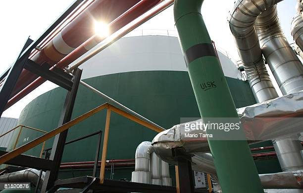 An oil storage tank is seen at Stuyvesant Fuel Service a 22million gallon capacity deepwater oil terminal June 10 2008 in the Bronx borough of New...