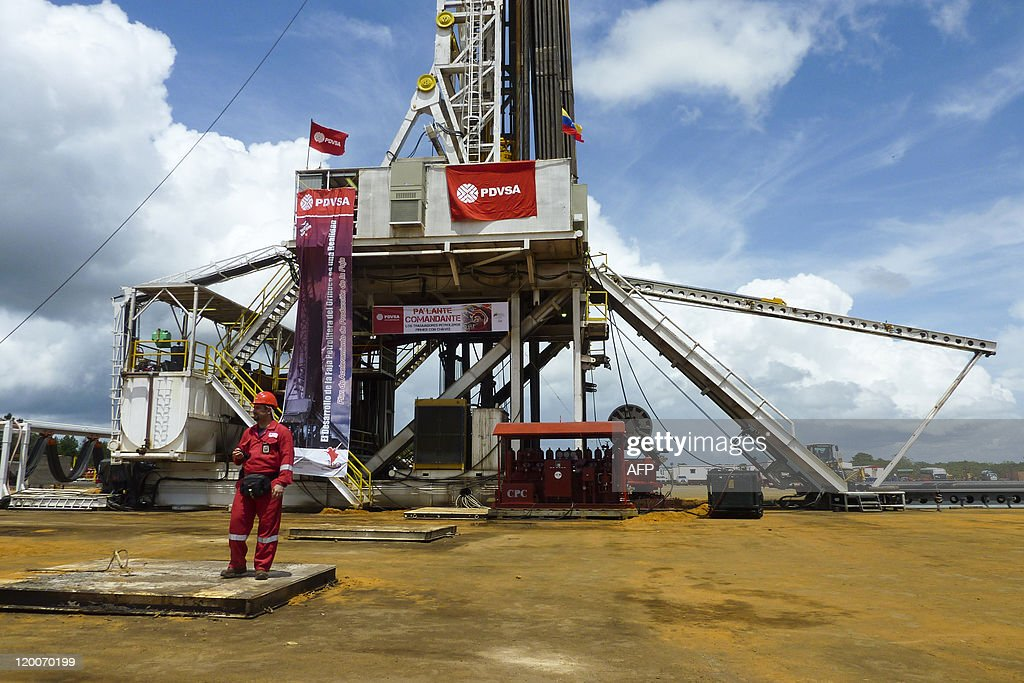 An oil well operated by Venezuela's state-owned oil company PDVSA in Morichal, Venezuela, on July 28, 2011. Venezuela will fulfill its compromise of co-financing with its Brazilian counterpart Petrobras the construction of the Abreu y Lima oil refinery that would process 240,000 oil drums per day, venezuela's Oil and Energy Minister Rafael Ramirez said on July 29, 2011. AFP PHOTO/Ramon SAHMKOW