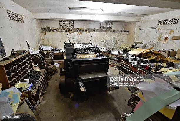 An old original Heidelberg printing press stands at the Daha printing press in Mogadishu on March 26 2015 The vintage Germanbuilt machine was made in...