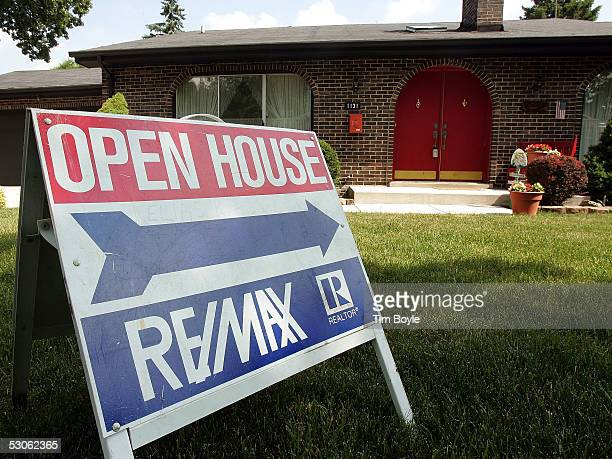 An 'Open House' sign is seen outside of a house for sale during a realtor's open house June 13 2005 in Park Ridge Illinois Unusually low mortgage...