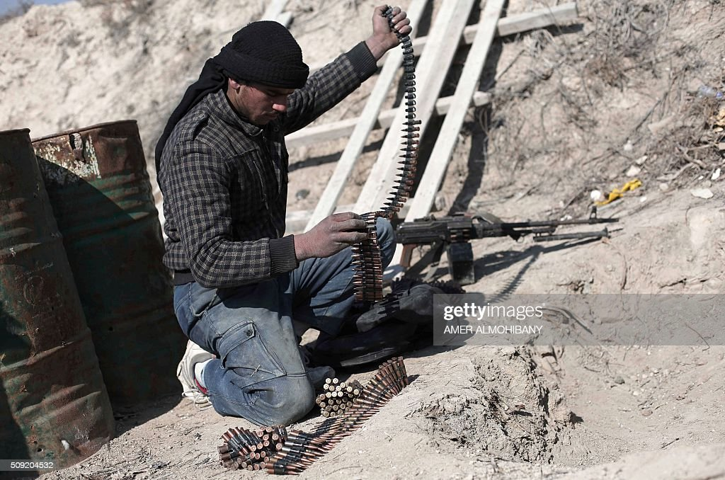 An opposition fighter checks his ammunition belt in Tal al-Aswan in the area of the eastern Ghouta rebel bastion east of the Syrian capital, Damascus, during clashes with government forces on February 9, 2016. / AFP / AMER ALMOHIBANY