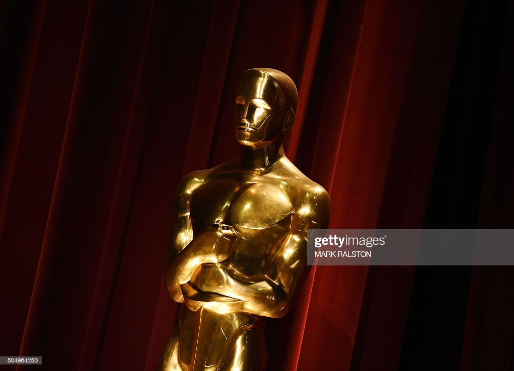An Oscar statue is on display during the Academy Awards Nominations Announcement at the Samuel Goldwyn Theater in Beverly Hills, California on January 14, 2016. The 88th Oscars will be held on February 28 at the Dolby Theatre in downtown Hollywood. / AFP / MARK
