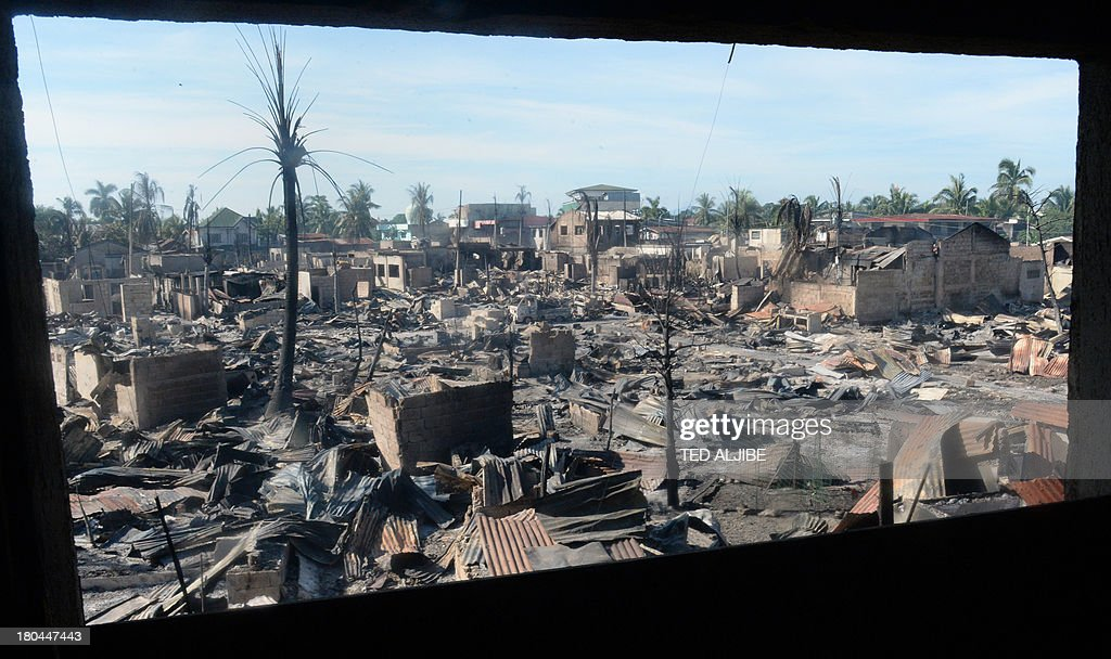 An overview of destroyed houses gutted by fire during clashes between government forces and Muslim rebels are seen in Zamboanga City in southern island of Mindanao on September 13, 2013, as the stand-off entered its fifth day. Philippine President Benigno Aquino on September 13 visited the southern city of Zamboanga where government troops are battling followers of a Muslim rebel leader opposed to peace talks. AFP PHOTO/TED ALJIBE
