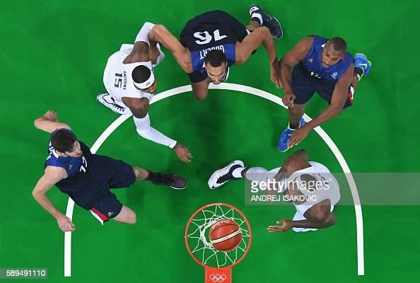 TOPSHOT An overview shows France's guard Nando de Colo USA's forward Carmelo Anthony France's centre Rudy Gobert France's power forward Boris Diaw...