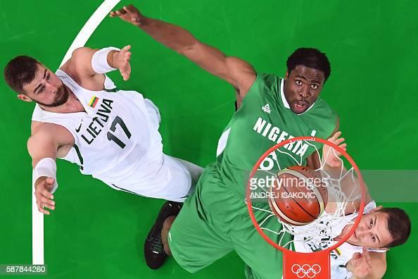 TOPSHOT An overview shows Lithuania's centre Jonas Valanciunas Nigeria's power forward Ike Diogu and Lithuania's power forward Paulius Jankunas eye a...