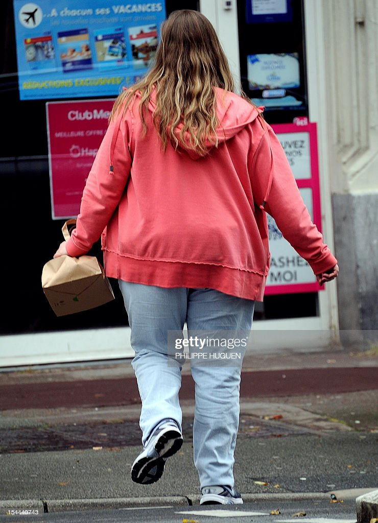 LAOUCHEZ - An overweight person walks in a street of the northern city of Lille on October 19, 2012. AFP PHOTO PHILIPPE HUGUEN