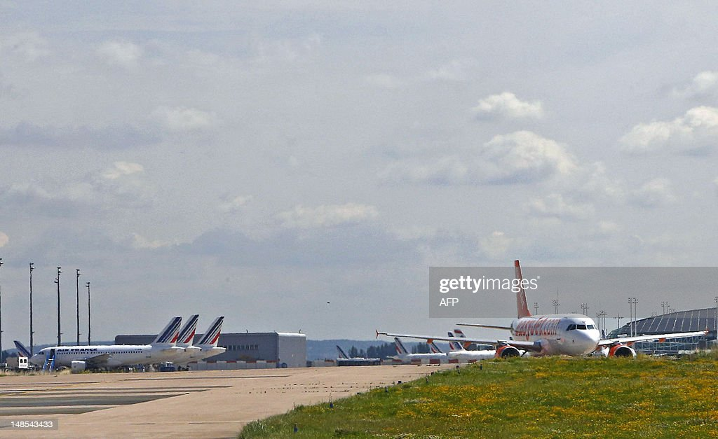 An passenger airplane of the lowcost airline company Easyjet (R) is seen next to Air France airplanes (L) on taxiways prior to take off at Paris Roissy Charles de Gaulle airport in Roissy-en-France, north of Paris on July 18, 2012.