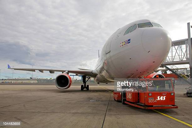 An SAS AB airliner stands on tarmac at Arlanda airport in Stockholm Sweden on Monday Sept 27 2010 SAS AB has reached an agreement with the Estonian...