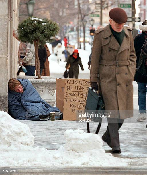 An unidentified homeless man takes shelter from the cold weather on Manhattan's Fifth Avenue outside the Bergdorf Goodman department store 05...