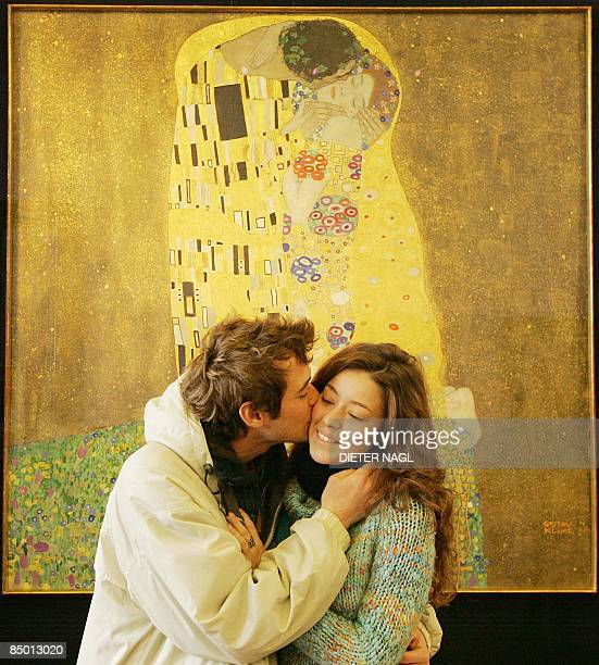 An unidentified visitor of the Belvedere Museum kisses his girlfriend in front of Gustav Klimt´s painting 'Der Kuss' on February 24 2009 in Vienna...