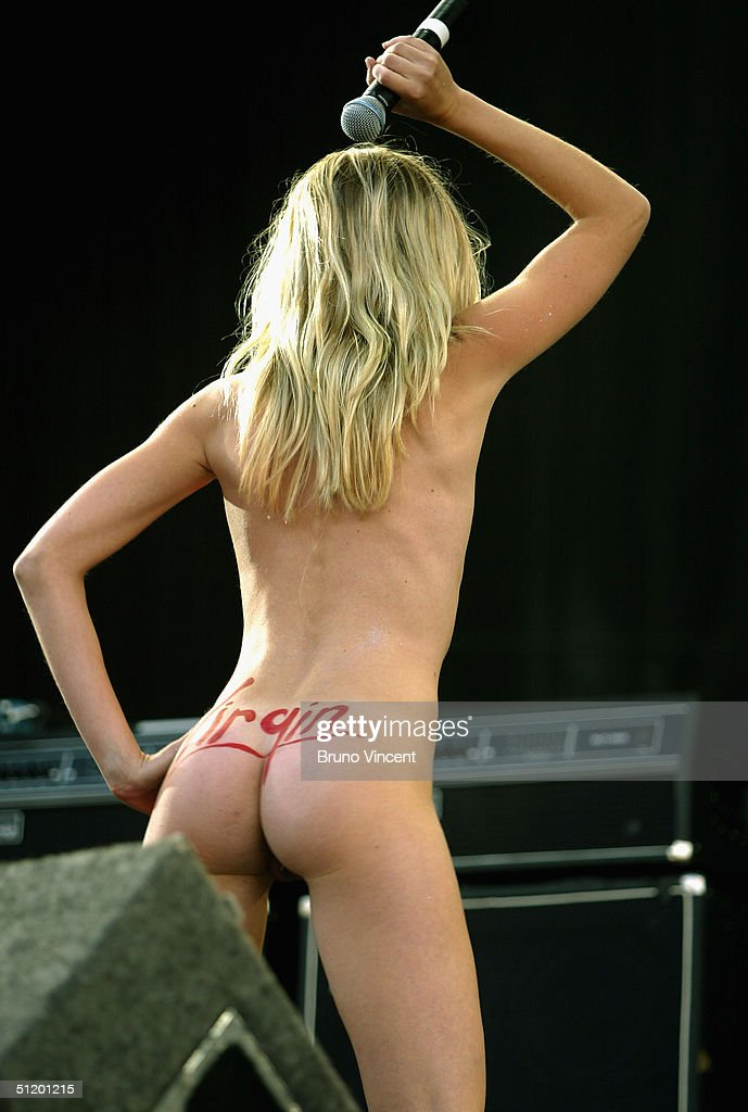 Hot booty nakedon stage vrai