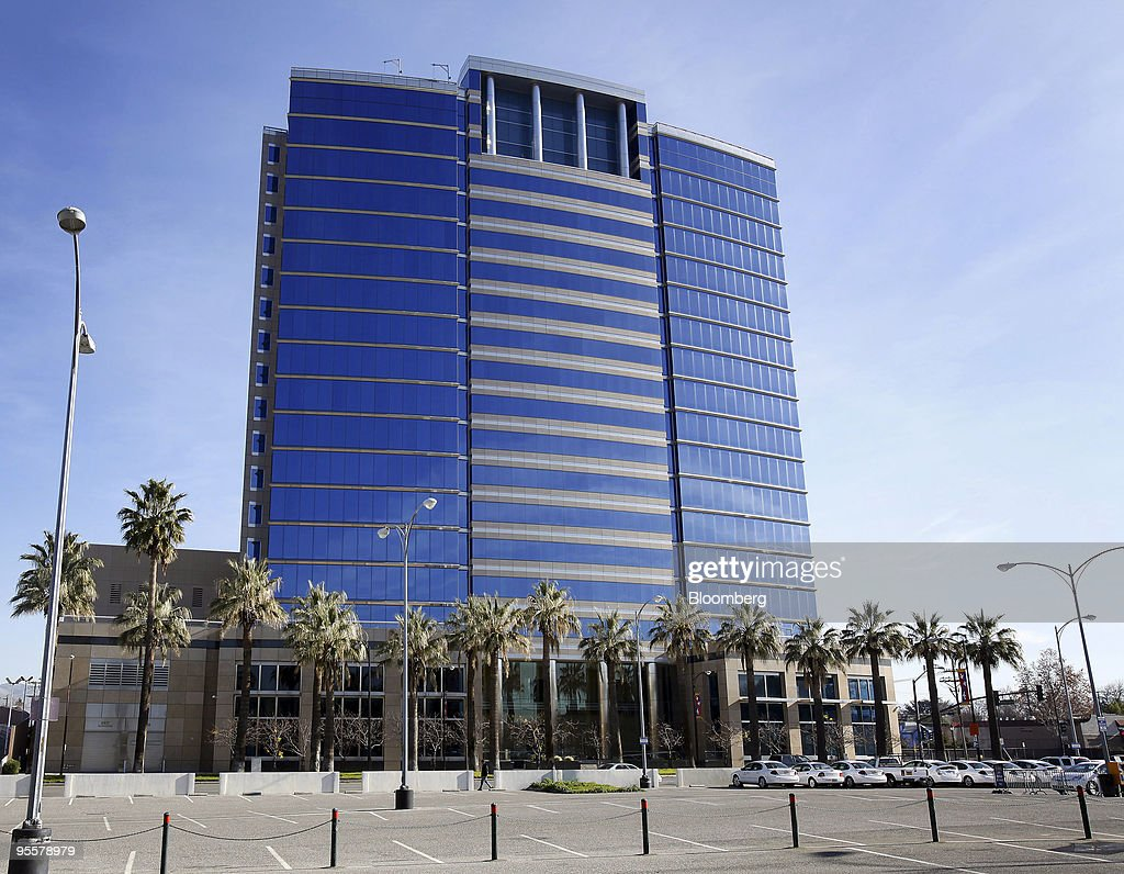 An unoccupied office building stands in San Jose California US on Thursday Dec 24 2009 Silicon Valley is beset by the biggest office property glut...