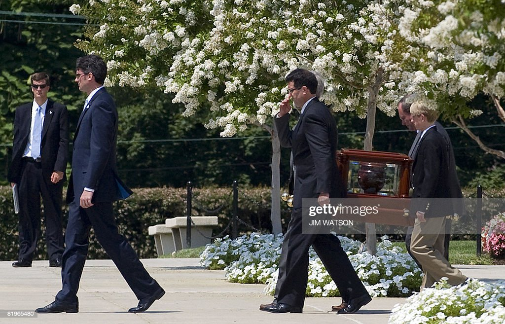 An urn carrying the ashes of former White House spokesman Tony Snow is ushered from the Basilica of the National Shrine of the Immaculate Conception in Washington, DC, July 17, 2008 after his funeral. AFP PHOTO/Jim WATSON