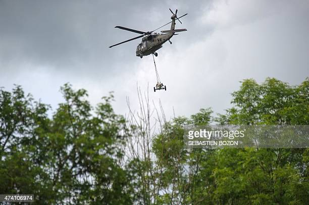 An US Blackhawk helicopter carries a mortar during a FrenchUS 'Royal Blackhawk' military exercise with French US Dutch British and Belgian troops on...