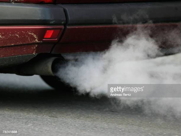An vehicle's exhaust pipe releases fumes on February 7 2007 in Berlin Germany The European Commission announced new carbon dioxide targets for car...