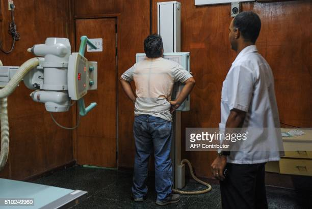 An Xray technician checks a patient in a clinic of Havana on July 6 2017 / AFP PHOTO / YAMIL LAGE
