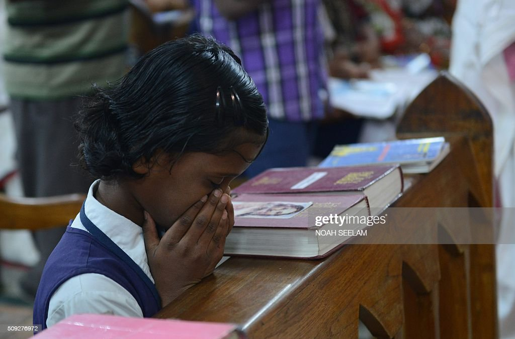 An young Indian Catholic Christian prays during an Ash Wednesday service at Saint Mary's Basilica in Secunderabad, the twin city of Hyderabad, on February 10, 2016. Catholics began the 40 day Lenten season, by observing Ash Wednesday, which culminates in the Holy Week. AFP PHOTO / Noah SEELAM / AFP / NOAH SEELAM