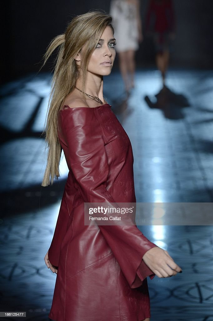 <a gi-track='captionPersonalityLinkClicked' href=/galleries/search?phrase=Ana+Beatriz+Barros&family=editorial&specificpeople=12860315 ng-click='$event.stopPropagation()'>Ana Beatriz Barros</a> walks the runway during Animale show at Sao Paulo Fashion Week Winter 2014 on October 28, 2013 in Sao Paulo, Brazil.