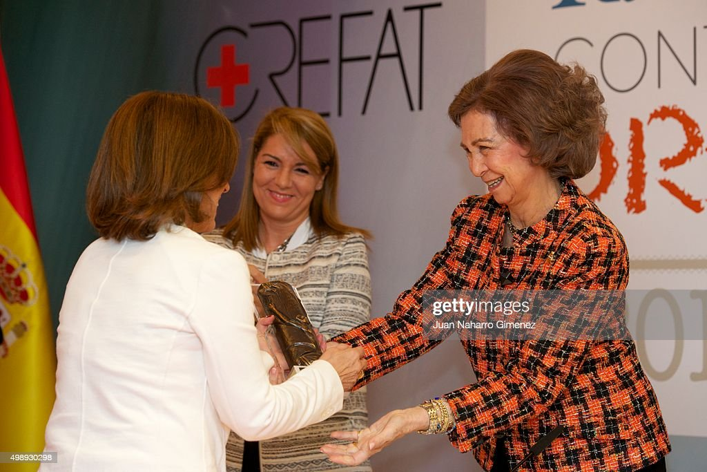 <a gi-track='captionPersonalityLinkClicked' href=/galleries/search?phrase=Ana+Botella&family=editorial&specificpeople=235432 ng-click='$event.stopPropagation()'>Ana Botella</a> (L) and Queen Sofia attend CREFAT Foundation Awards 2015 at Cruz Roja building on November 27, 2015 in Madrid, Spain.