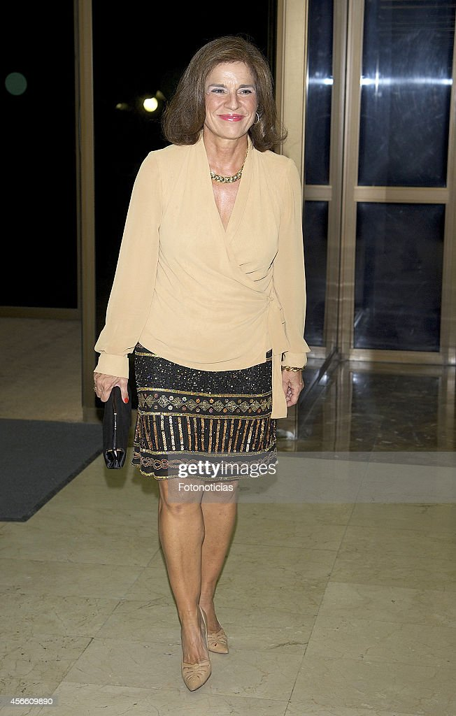 <a gi-track='captionPersonalityLinkClicked' href=/galleries/search?phrase=Ana+Botella&family=editorial&specificpeople=235432 ng-click='$event.stopPropagation()'>Ana Botella</a> attends a dinner in honour of the 'Mariano de Cavia', 'Luca de Tena' and 'Mingote' awards winners at Casa de ABC on October 3, 2014 in Madrid, Spain.